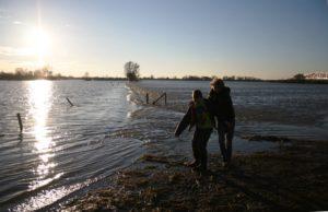 Vermast Fotografie - kinderen hoog water IJssel Zwolle